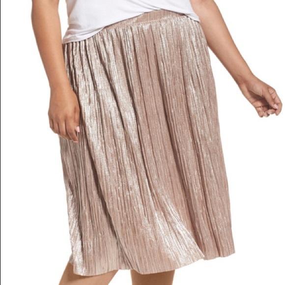 484271d19d Vince Camuto Skirts | Pale Gold Metallic Knit Midi Skirt 1x | Poshmark